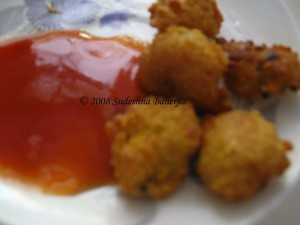 Daler Vada with tomato sauce
